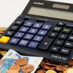 Dal 2014 lo stipendio degli insegnanti è diminuito di 800 euro l'anno