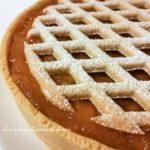 Crostata con frangipane e marmellata senza latticini, per una colazione sana e golosa