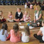 Circle time per la classe: alunni e insegnanti insieme in cerchio