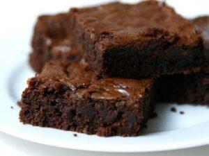 Brownies cacao e gocce di cioccolato: come farli morbidi e golosi a casa