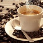 Un insegnante fa pausa caffè nell'aula dove sta svolgendo la lezione. Commette un reato ?