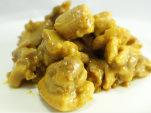 Pollo al latte di cocco e curry: ricetta thailandese