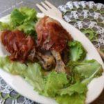 Coscette di pollo aromatizzate con prosciutto crudo