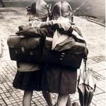 Scuola anni sessanta: tiratine di orecchio, bacchettate sulle mani e punizioni dietro la lavagna