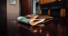 Stipendio. Cedolino visibile, domani accredito, polemiche contro NoiPA