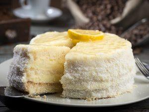 Torta soffice con crema al limone: la ricetta del dolce profumato e cremoso