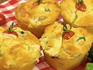 Muffin salati con formaggio e verdure: la ricetta facile e veloce