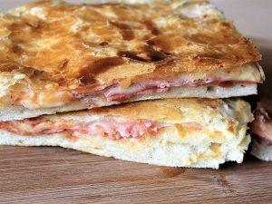 Parigina: la ricetta della pizza rustica napoletana con la sfoglia
