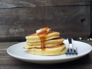 Pancakes allo sciroppo d'acero: la ricetta classica americana
