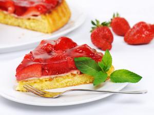 Torta alle fragole: la ricetta del dolce morbido e goloso