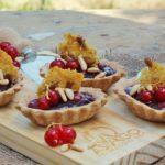Tartellette di farro con Asiago DOP e gelatina di Sagrantino di Montefalco e ribes