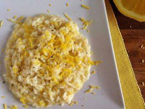 Risotto al limone: la ricetta del primo piatto leggero e profumato