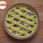 Crostata con frolla al farro e limoncello, confettura di fragole e mandorle