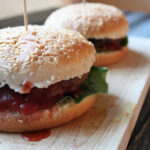 Veggy burger con ketchup Pomì