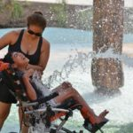 Ragazza disabile realizza il suo sogno: quando vede ciò che il padre ha fatto per lei scoppia in lacrime