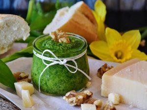 Pesto di zucchine: la ricetta del condimento fresco e gustoso
