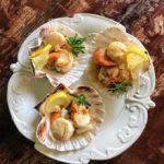 Antipasti: Capesante in Salsa di Limone & Insalata di Cous Cous con Pomodori ed Erbe Aromatiche