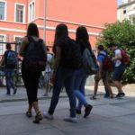 """""""Cari genitori, educate i vostri figli al silenzio"""": a Lecce l'appello di un prof dopo il malore in classe"""