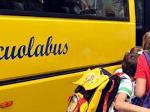 Gli insegnanti hanno l'obbligo di assicurarsi che i bambini usciti dalla scuola salgano sul bus