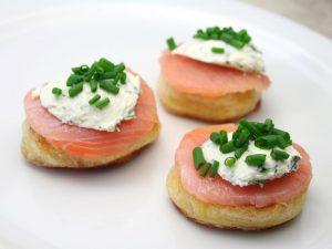 Tartine al salmone: la ricetta dell'antipasto veloce e dal sapore irresistibile