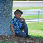 Il Bambino Arriva a Scuola Sempre Triste e in Ritardo: La Terribile Verità