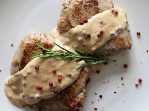 Filetto al pepe rosa: la ricetta del secondo piatto veloce e raffinato