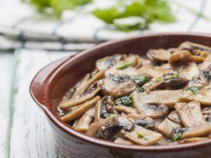 Funghi trifolati: la ricetta del contorno semplice e saporito
