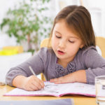 """Compiti a casa: cinque consigli per genitori """"allenatori emotivi"""""""