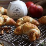 Croissant di pasta sfoglia alle mele