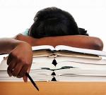 Sempre più spesso gli studenti si addormentano durante le lezioni a scuola