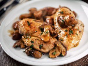 Pollo ai funghi: la ricetta del secondo piatto veloce e gustoso