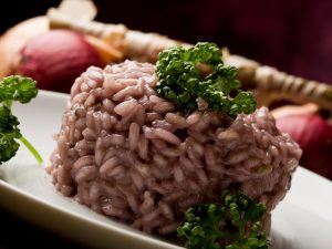 Risotto al Barolo: la ricetta del primo piatto gustoso e raffinato