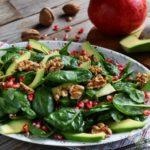 Insalata di spinacini con avocado e melagrana