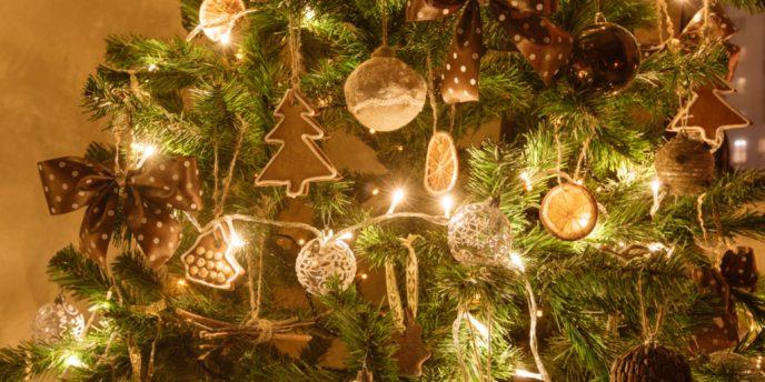 Il Natale è Alle Porte E, Se Non Lo Abbiamo Già Fatto, Anche La Nostra Casa  Su0027addobba Per Le Feste. Ecco Allora Spuntare Decorazioni E Oggetti Più O  Meno ...