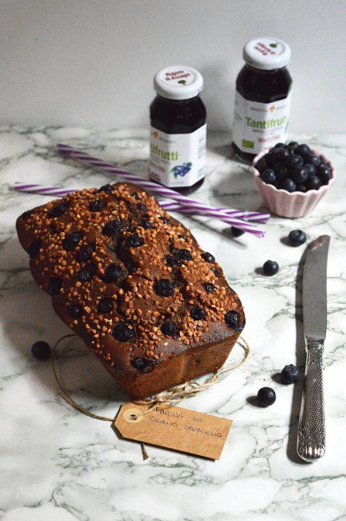 Cake gluten free al succo di mirtillo, zenzero e grano saraceno