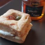 Biscotti salati al miele con crema di robiola e acciughe