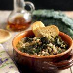 Zuppa di farro con cavolo nero e legumi neri