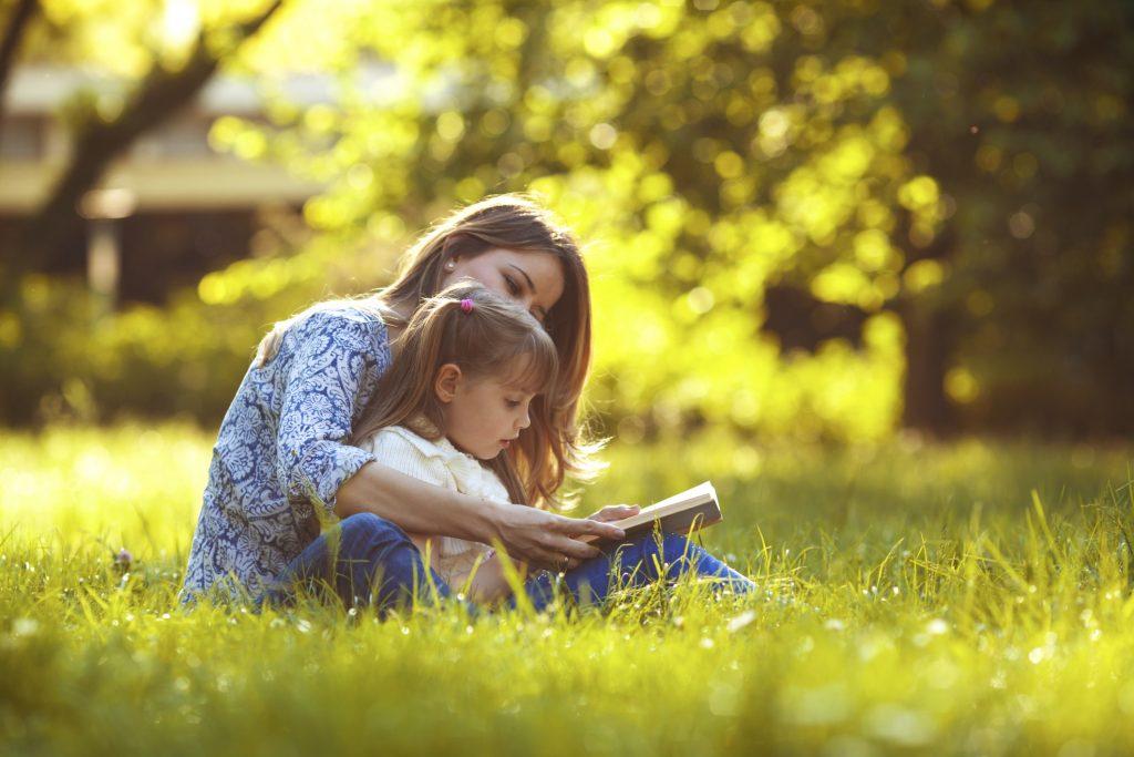 Gli italiani leggono poco? Un'ora di lettura obbligatoria a scuola