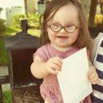 Il Ginecologo Le Consigliò Di Abortire: Un Anno Dopo Lei e Sua Figlia Gli Inviano Questa Lettera