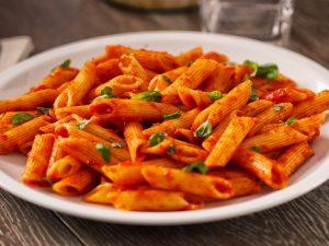 Penne al sugo di pomodoro: la ricetta semplice per un primo piatto gustoso