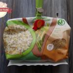 Insalata di riso, grano saraceno e semi di chia con barbabietola cruda, noci e prosciutto