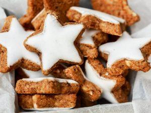 Glassa bianca: la ricetta della glassa all'acqua per decorare torte e biscotti