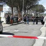 Tragedia Davanti ad una Scuola: Uccisa una Donna Mentre Accompagnava la Figlia