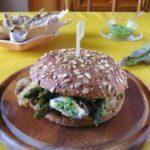 Fish Burger con Alici del Mar Ligure Panate e Fritte, Asparagi Croccanti