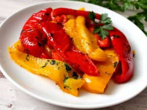 Peperoni al forno: la ricetta del contorno semplice e gustoso